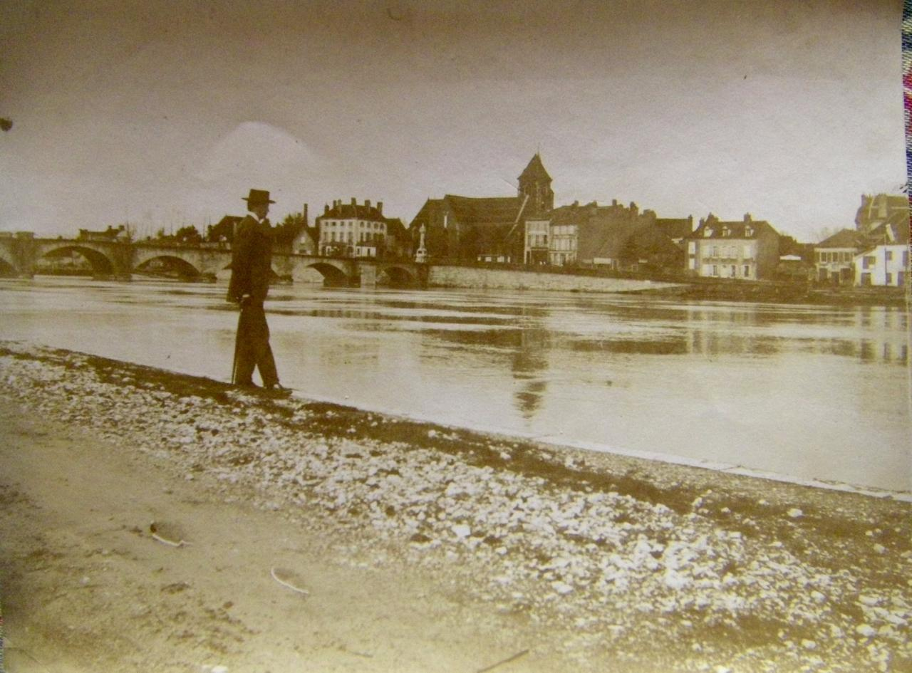 St Jean- de-Losne, vue de Losne