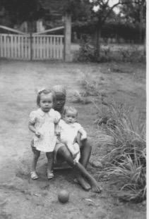 Abidjan mars 49 Hélène, Jacques et leur nounou